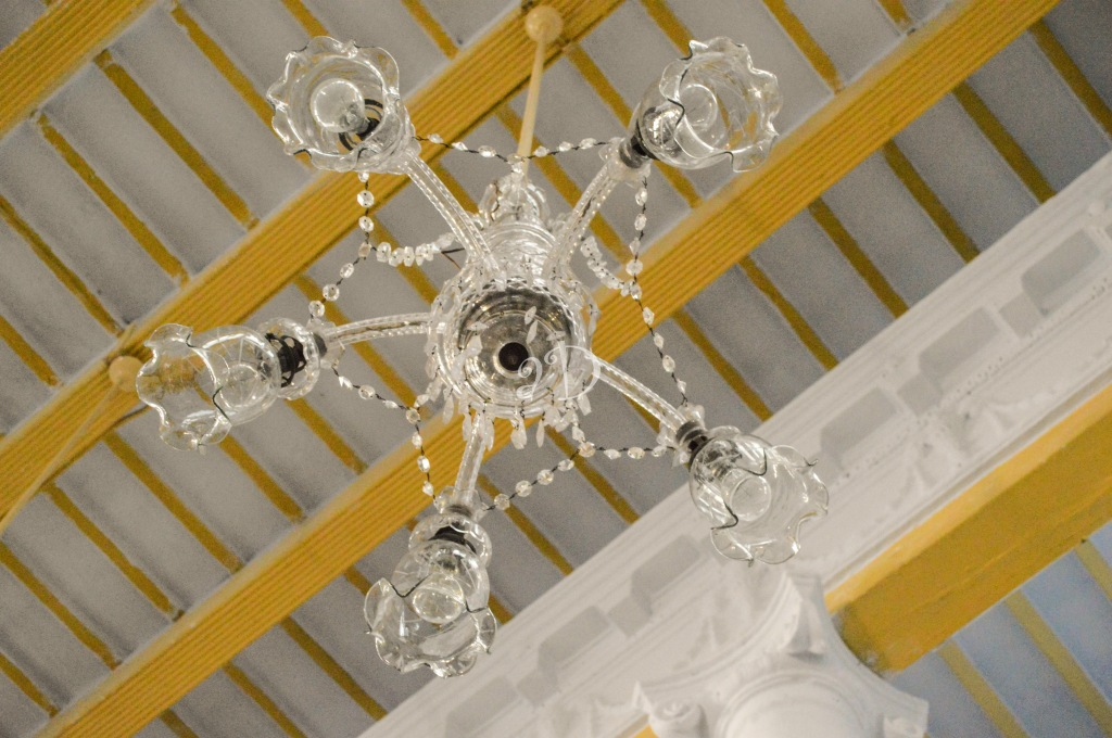 Chandelier at the Thakur Dalan at Chatu Babu Latu Babu
